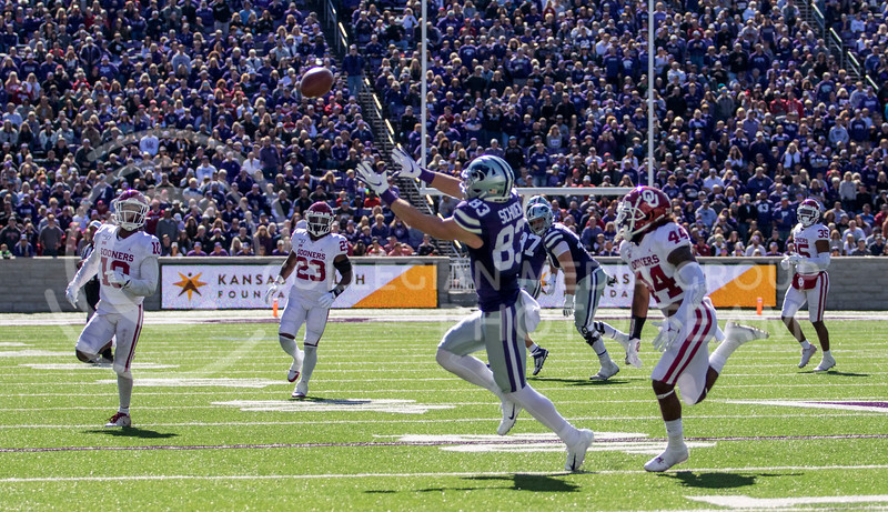 Senior wide receiver Dalton Schoen catches the pass from quarterback Skylar Thompson for the first down during the game against Oklahoma at Bill Snyder Family Stadium on Oct. 26, 2019. (Sabrina Cline   Collegian Media Group)