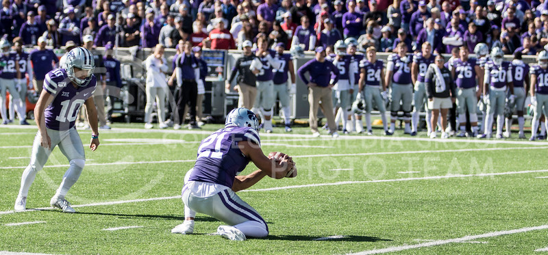 Senior punter Devin Anctil holds the ball for junior place kicker Blake Lynch for the field goal attempt during the game against Oklahoma at Bill Snyder Family Stadium on Oct. 26, 2019. (Sabrina Cline | Collegian Media Group)
