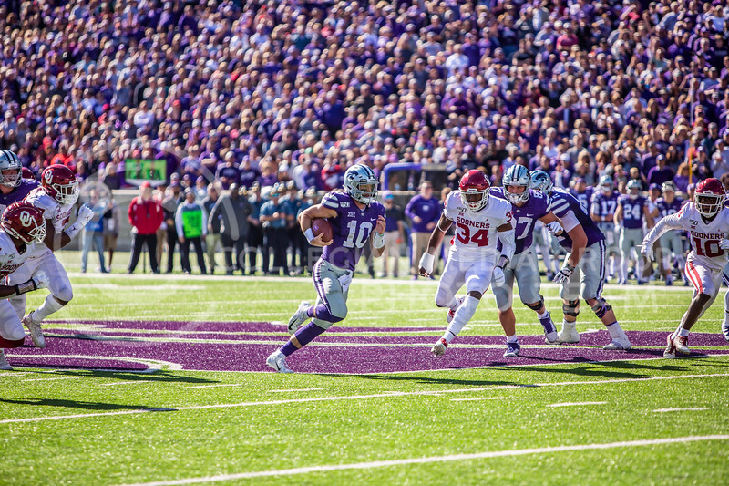 Junior quarterback Skylar Thompson runs the ball during K-State's homecoming football game against OU in Bill Snyder Family Stadium on Oct. 26, 2019. The Wildcats upset the No. 5 rated Sooners with a final score of 48-41. (Logan Wassall | Collegian Media Group)