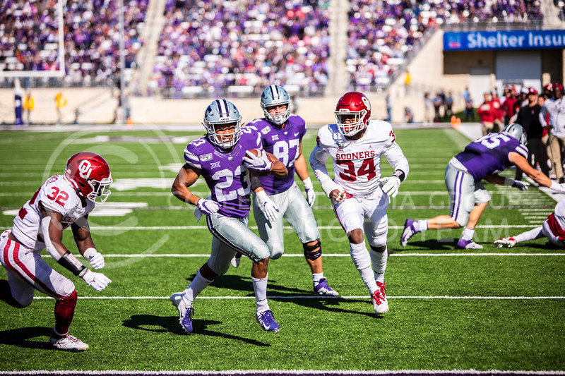 Freshman wide receiver Joshua Youngblood runs in a touchdown during K-State's homecoming football game against OU in Bill Snyder Family Stadium on Oct. 26, 2019. The Wildcats upset the No. 5 rated Sooners with a final score of 48-41. (Logan Wassall | Collegian Media Group)