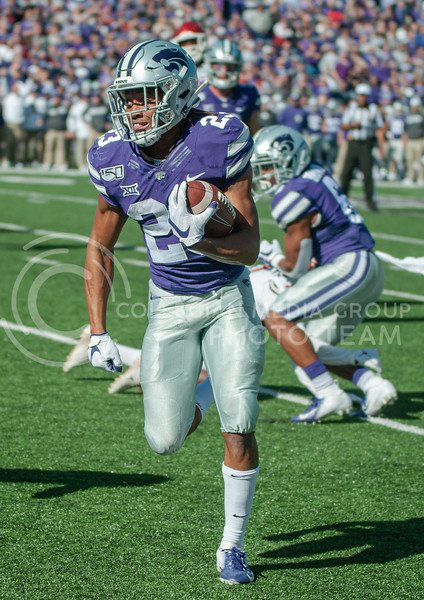 Freshman Wide Receiver Josuah Youngblood runs the ball for a touchdown during K-State's homecoming game against OU on Oct. 26th, 2019. The Wildcats defeated the Sooners 48-41. (Aubrey Bolinger   Collegian Media Group)