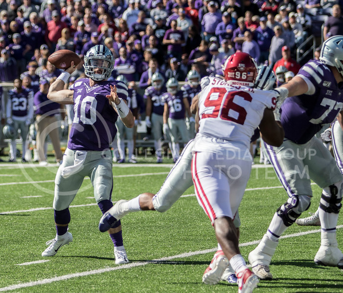 Junior quarterback Skylar Thompson passes the ball during the game against Oklahoma at Bill Snyder Family Stadium on Oct. 26, 2019. (Sabrina Cline | Collegian Media Group)