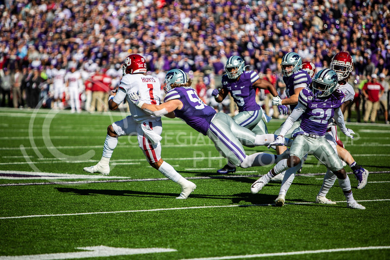 Sophomore defensive end Wyatt Hubert tackles senior quarterback Jalen Hurts during K-State's homecoming football game against OU in Bill Snyder Family Stadium on Oct. 26, 2019. The Wildcats upset the No. 5 rated Sooners with a final score of 48-41. (Logan Wassall | Collegian Media Group)