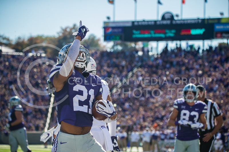 Junior Wide Receiver Wkyeen Gill points to sky after scoring a touchdown at game against the TCU Horned Frogs. The Wildcats beat TCU 24-17. ( Dalton Wainscott I Collegian Media Group )