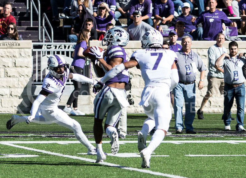 Junior wide receiver WyKeen Gill catches the pass for a first down during the game against TCU on Oct. 19, 2019 at Bill Snyder Family Stadium. (Sabrina Cline | Collegian Media Group)