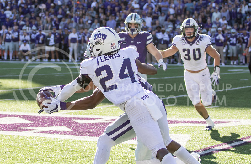 Sophomore wide receiver Chabastin Taylor catches the pass during the game against TCU on Oct. 19, 2019 at Bill Snyder Family Stadium. (Sabrina Cline   Collegian Media Group)