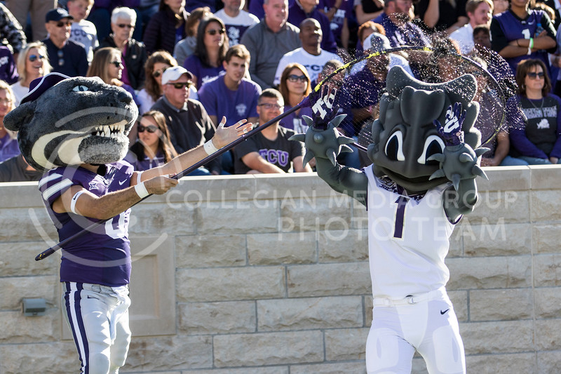 Willie the Wildcat catches the TCU horned frog mascot during the game against TCU on Oct. 19, 2019 at Bill Snyder Family Stadium. (Sabrina Cline | Collegian Media Group)