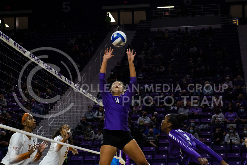 Senior setter Shelby Martin sets the ball at the game at Bramledge Coliseum on October 17th 2020. The wildcats lost to the #1 ranked Texas by a score of 3-0 in the second game of the series. (Dalton Wainscott I Collegian Media Group).