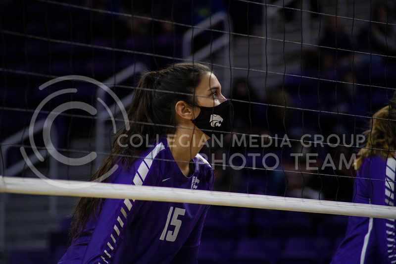 Redshirt sophomore opposite/outside hitter Holly Bonde runs through drills before the game at Bramledge Coliseum on October 17th 2020. The wildcats lost to the #1 ranked Texas by a score of 3-0 in the second game of the series. (Dalton Wainscott I Collegian Media Group).