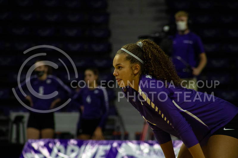 Freshmen outside hitter Aliyah Carter watches Texas player serving the ball at the game at Bramledge Coliseum on October 17th 2020. The wildcats lost to the #1 ranked Texas by a score of 3-0 in the second game of the series. (Dalton Wainscott I Collegian Media Group).