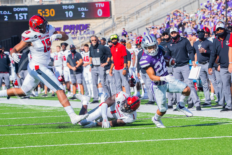 Freshmen Running Back Deuce Vaughn outruns Texas Tech defender for touch down in first half. The Wildcats beat the Red Raiders 31-21 on Fort Riley day at Bill Snyder Family Stadium. (Dalton Wainscott | Collegian Media Group).