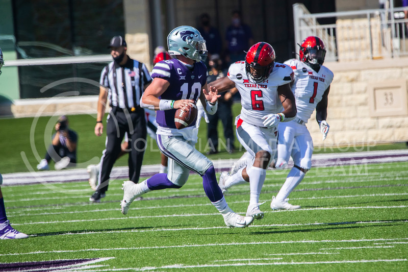 Senior quarterback Skylar Thompson runs out of the pocket while looking for a receiver downfield. The Wildcats beat the Red Raiders 31-21 at Bill Snyder Family Stadium. (Dalton Wainscott | Collegian Media Group).