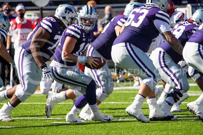 Senior quarterback Skylar Thompson twists back after taking the snap to pass the ball off to a running back. The Wildcats beat the Red Raiders 31-21 on Fort Riley Day at Bill Snyder Family Stadium. (Dalton Wainscott | Collegian Media Group).
