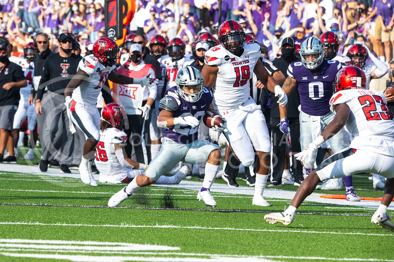 Freshmen running back Deuce Vaughn attempts to juke a Texas Tech defender as he runs down the sideline. Freshmen Running Back Deuce Vaughn outruns Texas Tech defender for touch down in first half. The Wildcats beat the Red Raiders 31-21 on Fort Riley day at Bill Snyder Family Stadium. (Dalton Wainscott | Collegian Media Group).