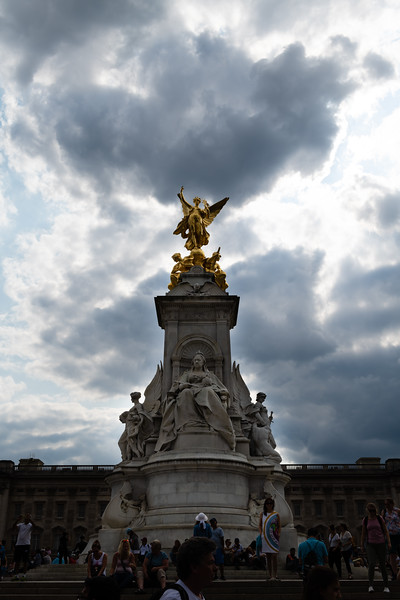 The statue located in front of Buckingham Palace's public façade is of Queen Victoria the Second, the longest reigning moncarch until today's Queen Victoria recieved the throne. (Olivia Bergmeier | Collegian Media Group)