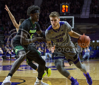 Sophomore forward Dean Wade runs the ball towards the goal during the K-State game against Baylor in Bramlage Coliseum on Jan. 14, 2017. (Nathan Jones | The Collegian)