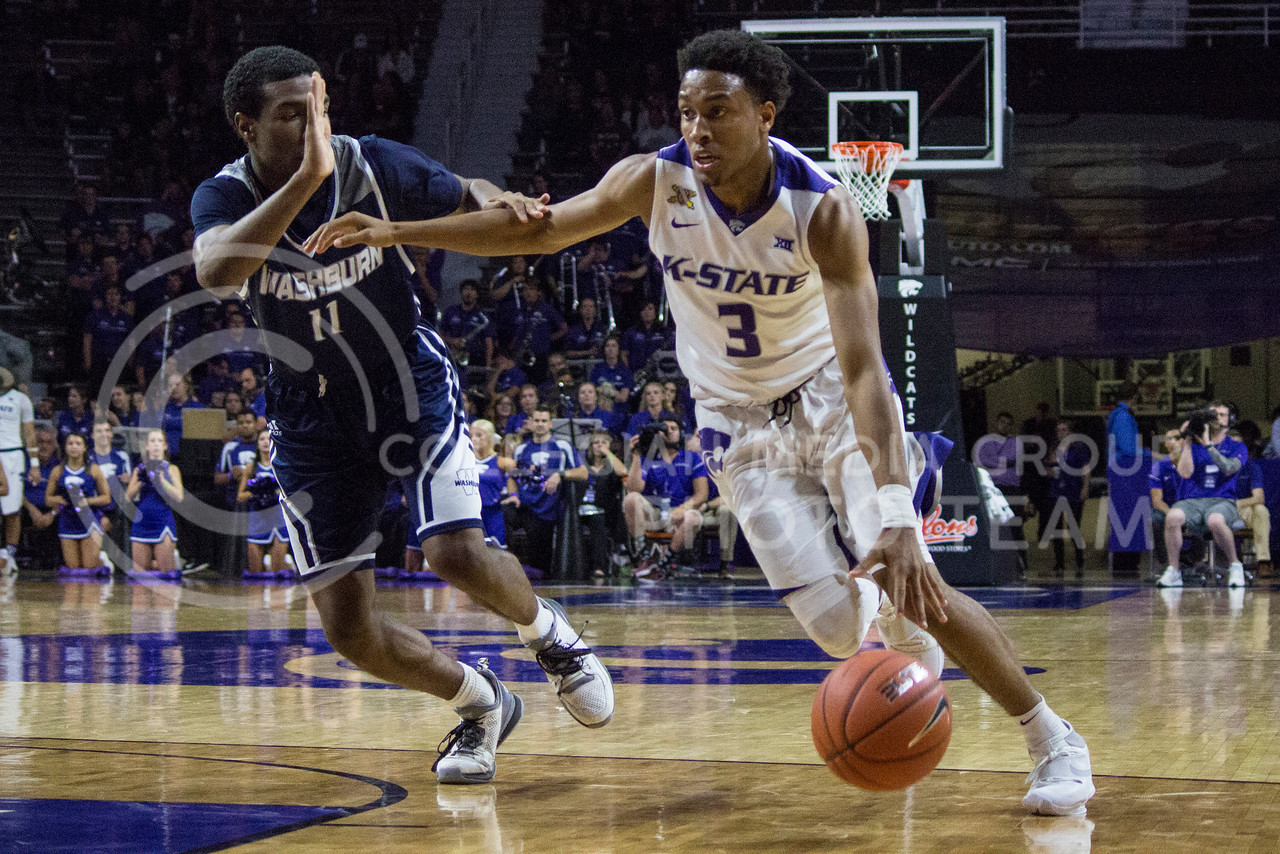 Sophomore guard Kamau Stokes dribbles the ball down the court during the K-State game against Washburn in Bramlage Coliseum on Nov. 4, 2016. (Miranda Snyder | The Collegian)