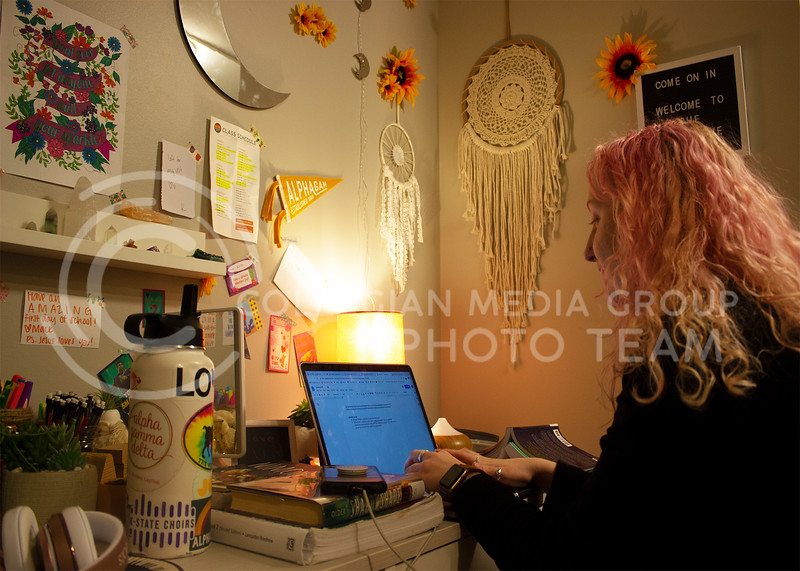Emma Iacovella, sophomore in music education, starts her outline for a reflection at her desk in her room in Alpha Gamma Delta sorority. (Paige Eichkorn | Collegian Media Group)