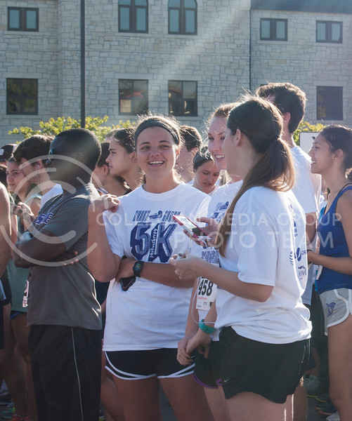 K-State Students wait for the the 2016 Homecoming Philanthropy 5K Run/Walk to begin. (Nick Horvath | The Royal Purple)
