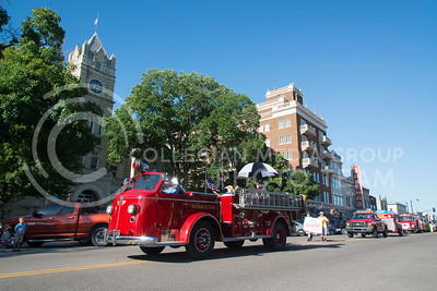 An old firetruck from Manhattan Fire Department drives in front of the Court House on Poyntz Avenue during the County Fair parade on July 21, 2016. (Evert Nelson | The Collegian)