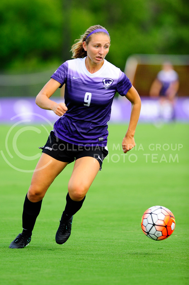 Megan Kalkofen, sophomore, dribbles down field during the Wildcats scrimmage at the K-State Soccer Complex on August 6, 2016. White ousted purple 2-0. (Evert Nelson | The Collegian)