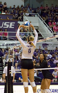 Senior setter Katie Brand sets the ball in the K-State game against Texas on Oct. 1, 2016, in Ahearn Field House. (Maddie Domnick | The Collegian)