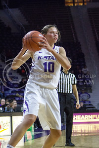Sophomore guard Kayla Goth looks to pass the ball during the K-State game against Auburn in Bramlage Coliseum on Dec. 1, 2016. (Maddie Domnick| The Collegian)