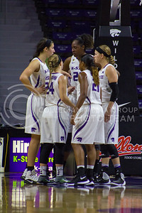 The team huddles during the K-State game against Auburn in Bramlage Coliseum on Dec. 1, 2016. (Maddie Domnick| The Collegian)