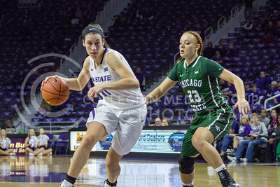 Freshman forward Peyton Williams dribbles the ball at the K-State game against Chicago State in Bramlage Coliseum on Nov. 11, 2016. (Maddie Domnick   The Collegian)