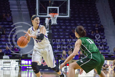 Junior guard Shaelyn Martin dribbles the ball at the K-State game against Chicago State in Bramlage Coliseum on Nov. 11, 2016. (Maddie Domnick   The Collegian)
