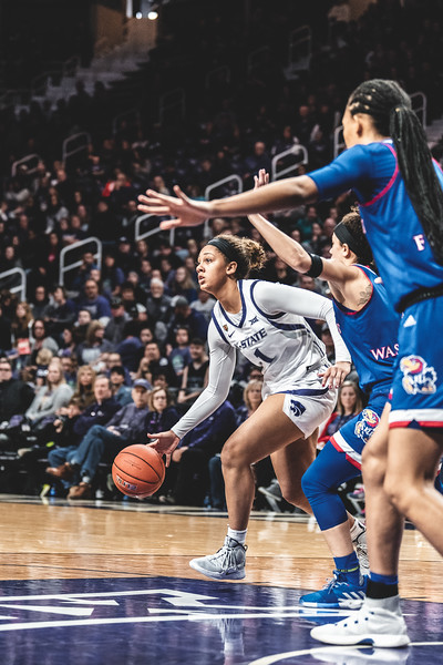 Looking to make a scoring play, K-State guard Savannah Simmons dribbles the ball around the KU defense during the game on January 13, 2019. The Wildcats lost to the Jayhawks 61-54 in Bramlage Coliseum. (Alex Todd | Collegian Media Group)