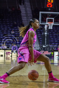 Junior guard Karyla Middlebrook dribbles the ball during the K-State game against Oklahoma State in Bramlage Coliseum on Jan. 28, 2017. (Maddie Domnick | The Collegian)
