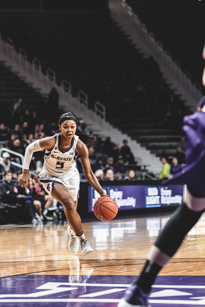 K-State's Alysa Wiggins takes the ball down the court during the final minutes of the game against the University of Northern Iowa on December 29, 2018. K-State won 72-62. (Alex Todd | Collegian Media Group)