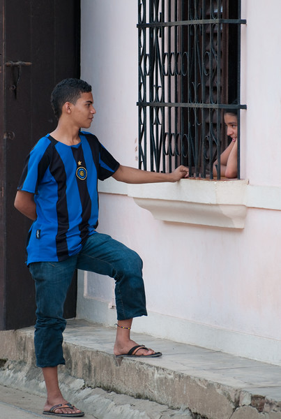 Teenagers courting through the window grille of a colonial house, Mompox (Mompós), Colombia.