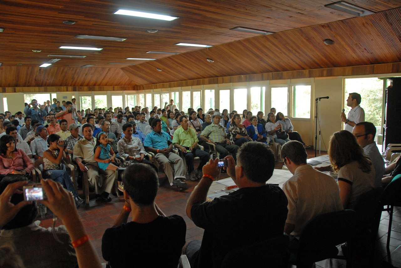Virmax has on various occasions organized meetings between coffee farmers and specialty roasters seeking to buy their best beans for substantial premiums.  Here prizes are being awarded for the region's best lots of the year.  Buyers such as myself intruduce ourselves and explain what we are looking for and our companies' philosophies.  Discussions are encouraged between farmers and buyers.  Maria Santos can be seen in the front row to the far right in a bright blue jacket.