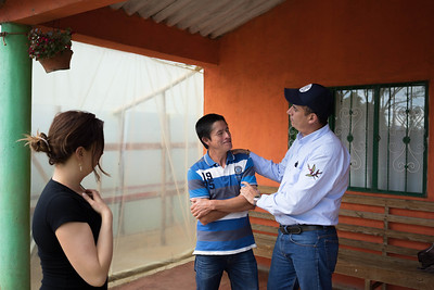 Libardo Lasso and agronomist Pedro
