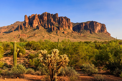 How the Superstition Mountains End Their Day