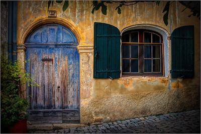 Seguret - Blue Door