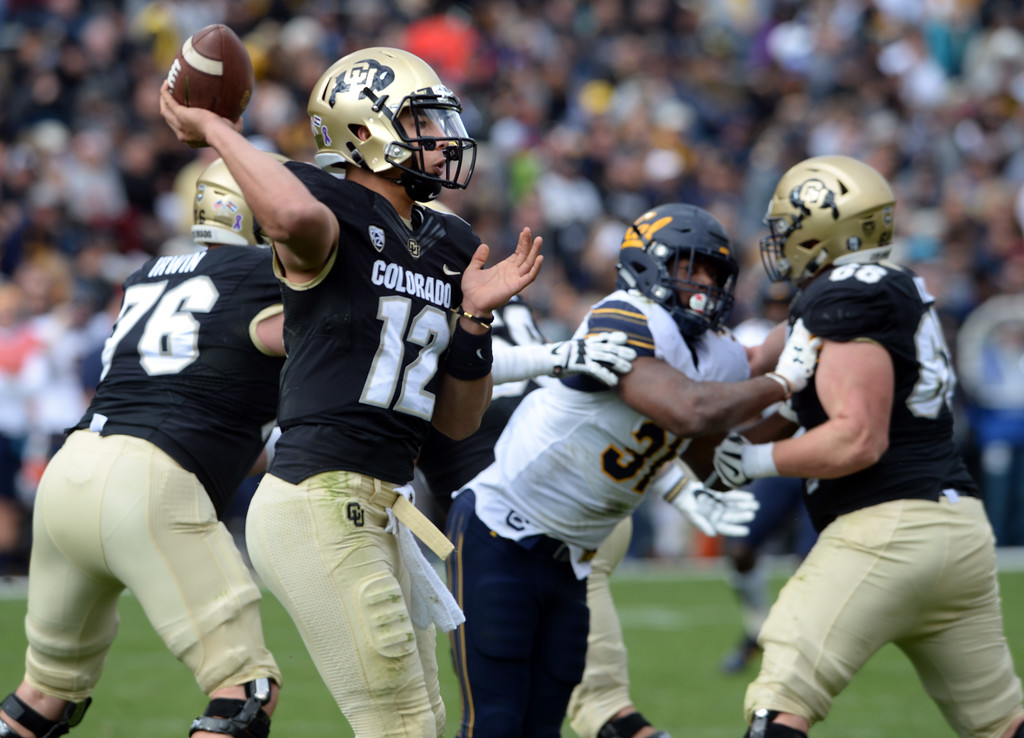 . Steven Montez, of CU, throws out to the side during the CU Cal Homecoming game on Saturday.  Cliff Grassmick / Staff Photographer/ October 28, 2017