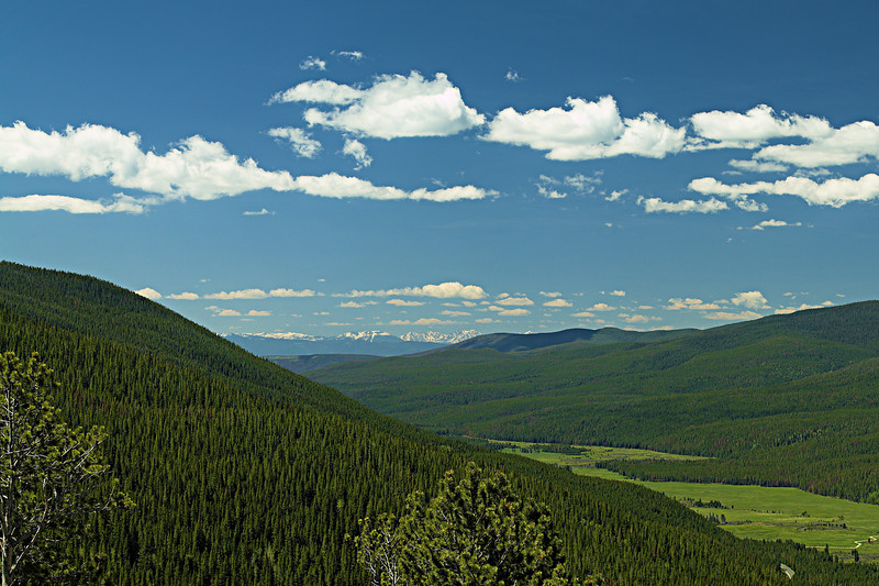 Farview Curve reveals the Gore Range over the Kawuneeche Valley.