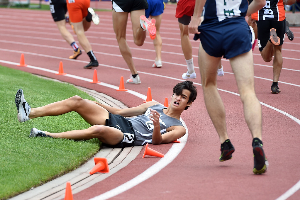 . Cruz Culpepper, of Niwot, falls during the finals of the 4A 800 meters during Colorado State Track and Field in Lakewood on Friday. For more photos, go to BoCoPreps.com.  Cliff Grassmick / Staff Photographer/ May 18, 2018