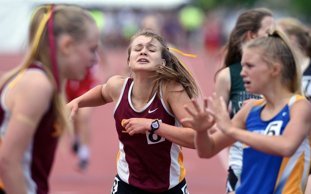 . Abby Leuchter, center, of Shining Mountain, feels the pain of the 1A 800 meters during Colorado State Track and Field in Lakewood on Friday. For more photos, go to BoCoPreps.com.  Cliff Grassmick / Staff Photographer/ May 18, 2018