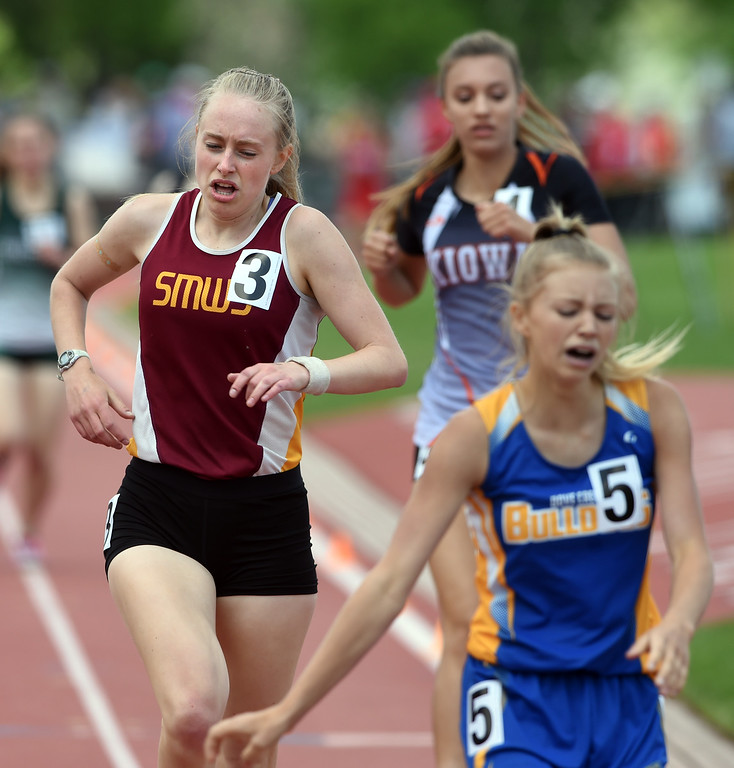 . Emma Schaefer, left, of Shining Mountain, feels the pain of the 1A 800 meters during Colorado State Track and Field in Lakewood on Friday. For more photos, go to BoCoPreps.com.  Cliff Grassmick / Staff Photographer/ May 18, 2018