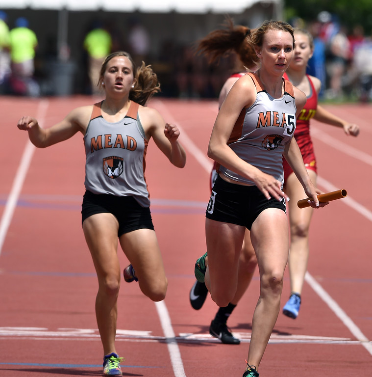 . Sydney Postle, left, hands off to Abbey Glynn, of Mead, during the win in the 800 medley relay during Colorado State Track and Field in Lakewood on Friday. For more photos, go to BoCoPreps.com.  Cliff Grassmick / Staff Photographer/ May 18, 2018