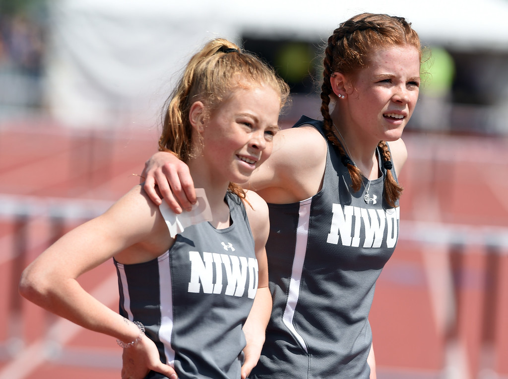 . Elise Gillett, left, and her sister Mary, after the 300 meter hurdles prelim during Colorado State Track and Field in Lakewood on Friday. For more photos, go to BoCoPreps.com.  Cliff Grassmick / Staff Photographer/ May 18, 2018