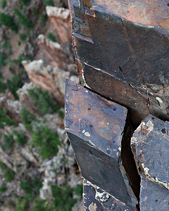 Conjugate joint sets control fracturing and erosion on the canyon wall North Rim, Black Canyon of the Gunnison