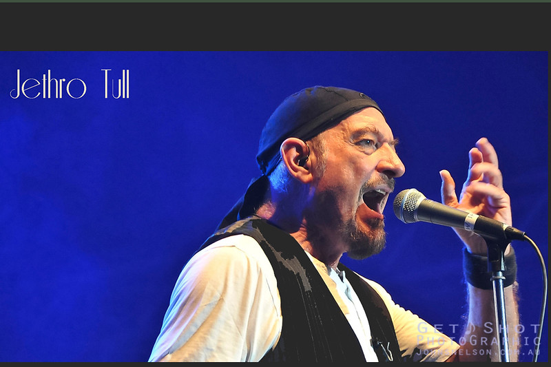16JethroTull - Photo by John Snelson