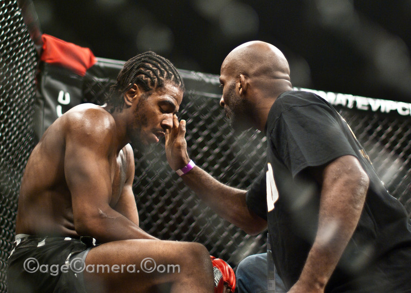 Contrary to the violence Stallings showed during the previous round, his 1-minute rest was spent sitting quietly, almost in reflection. You can't tell that he's winning just by looking at him. Lloyd Irvin is tending to him, re-applying Vaseline to his forehead, giving him sage wisdom. After this picture was taken, Stallings switched on once again, devastating his opponent Sousa and knocking him out 1 minute into the 2nd round.