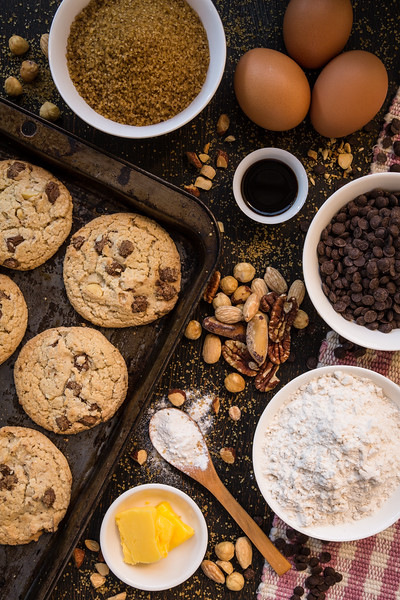 Chocolate Chips and Nuts Cookies