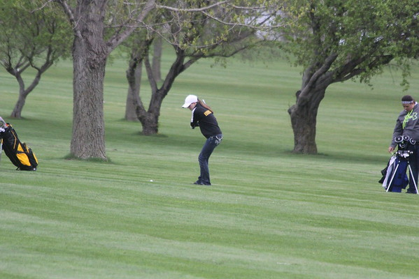 Comet girls' golf at Meadow Acres 4-25